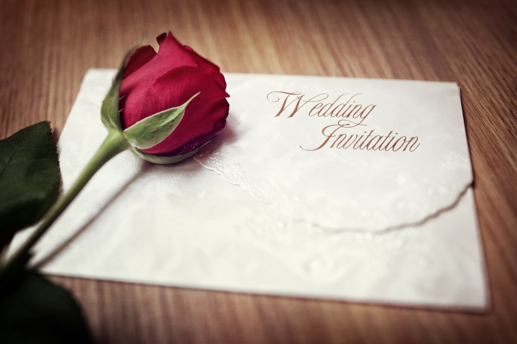 how to choose between different wedding invitations